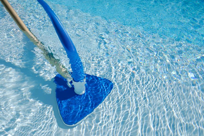 salt water chlorinator maintaining
